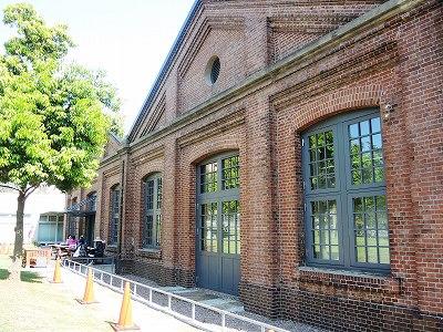 個性的な建物の二つの図書館 -更新です-